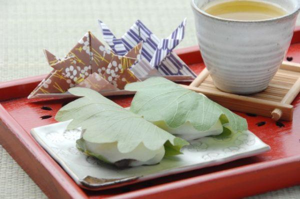 桜餅と柏餅の違い