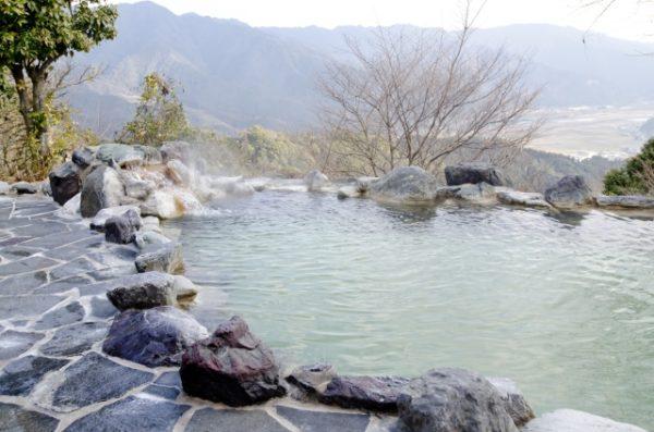 露天風呂で絶景を楽しめる新潟でカップルにおすすめの日帰り温泉